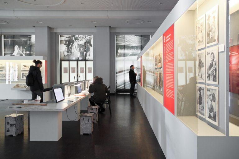 """Ausstellung """"KIOSK – Eine Geschichte der Fotoreportage 1839 – 1973"""" eröffnet"""