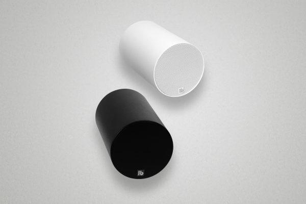 Design-Lautsprecher für die Abhängung von Decken in Räumen mit hoher Nachhallzeit