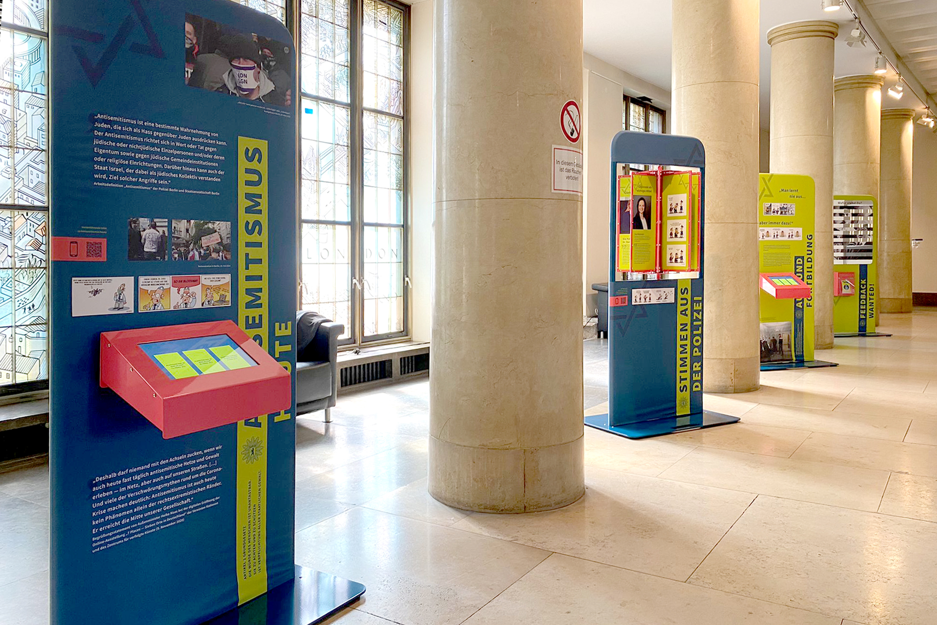 Ausstellung zum Thema »Jüdisches Leben und Polizei« eröffnet am 01.09.2021 im Foyer des Polizeipräsidiums am Platz der Luftbrücke, Berlin
